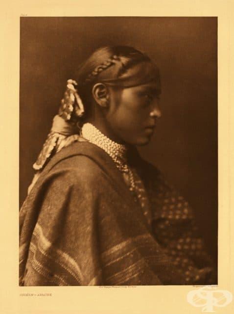Неомъжена девойка, снимана от Едуард Къртис, 1905 г.