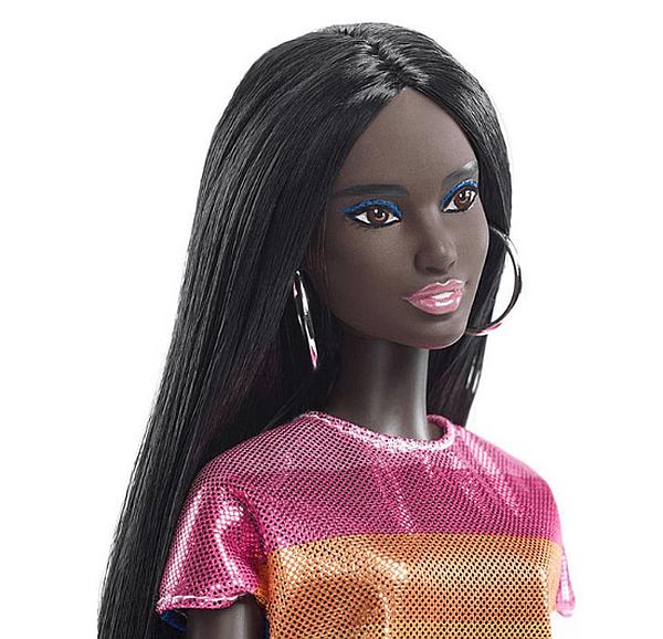 Днес, освен бели кукли Барби, хората могат да се радват и на тъмнокожи кукли.
