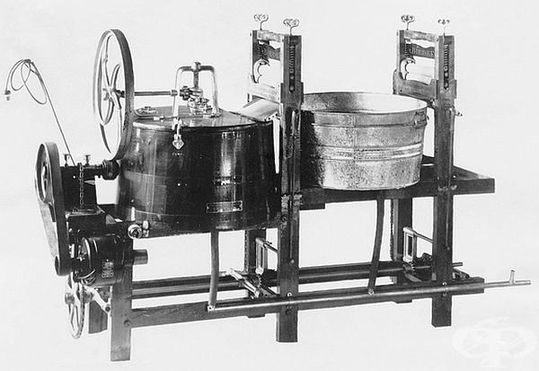 Перална машина. Първият патент е издаден в Англия през 1691г., а електрическите перални се появяват в началото на ХХ век. Известно е, че още през 1904 г. пералните с електромотор са широко рекламирани и обсъждани. Това устройство е от 1913г.