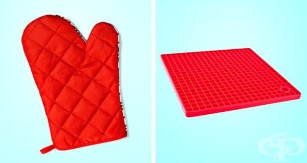 Кухненски аксесоари. Ако вашите силиконови подложки и кухненски ръкавици не са толкова мазни, можете да ги изперете заедно с други дрехи. При силно замърсяване си изперете отделно.
