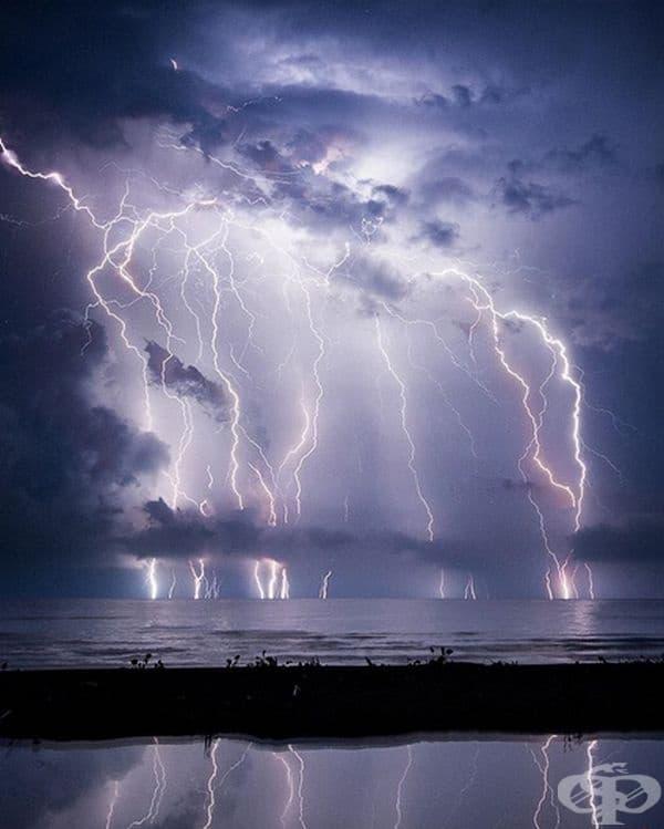 Мълнии на Кататумбо. Това явление възниква над мястото на вливане на река Кататумбо в езерото Маракайбо и се смята за най-големия източник на озон на планетата. Мълниите възникват вечер с продължителност от 10 ч., през 140-160 нощи в годината.