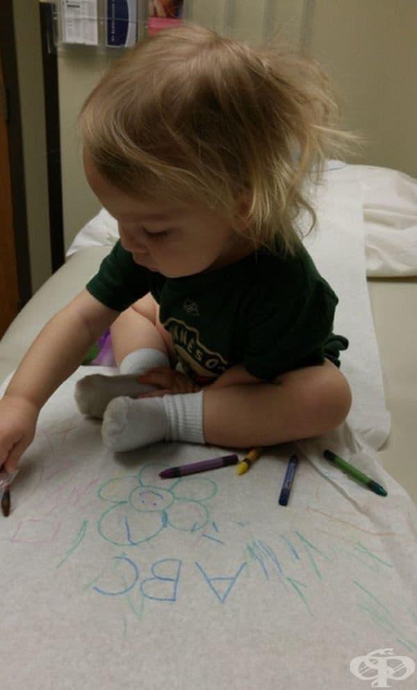В тази болница по време на визитация децата рисуват по подложки за еднократна употреба.