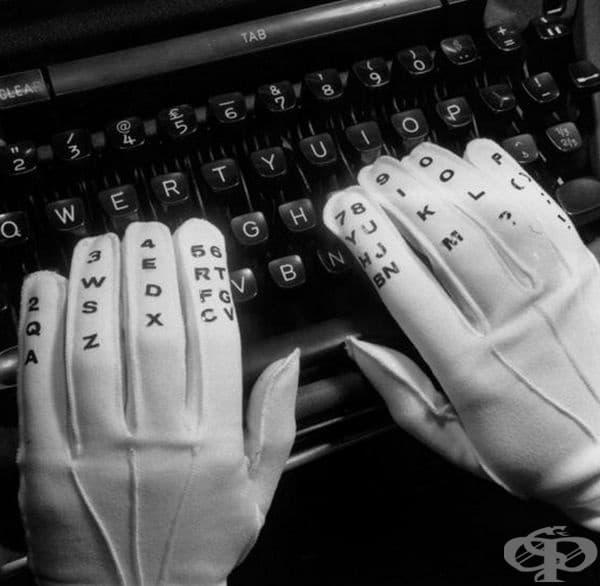Специално номерирани ръкавици, използвани за обучение по метода на сляпо набиране на текст с пишеща машина, САЩ, 1961 г.
