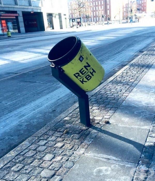 В Копенхаген кофите за боклук се поставени под ъгъл, за да могат велосипедистите удобно да изхвърлят боклука по време на каране.