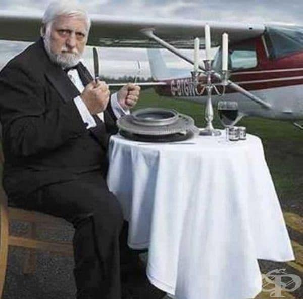 Мишел Лотито – Човекът, който яде всичко. Този френски артист може да яде всичко, включително каучук, метал и стъкло. Той е най-известен с  това, че е изял самолет за период от 2 г.
