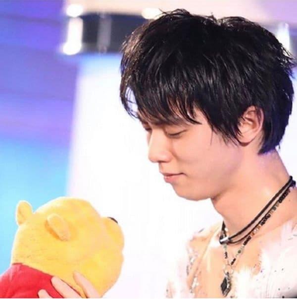 След представяне на японския фигурист Юдзуру Ханю ледът е бил покрит с играчки на Мечо Пух. Той е получил такава от родителите си по време на земетресение, за да може да победи страха. Фигуристът е подарил всички плюшени мечета на различни сиропиталища.