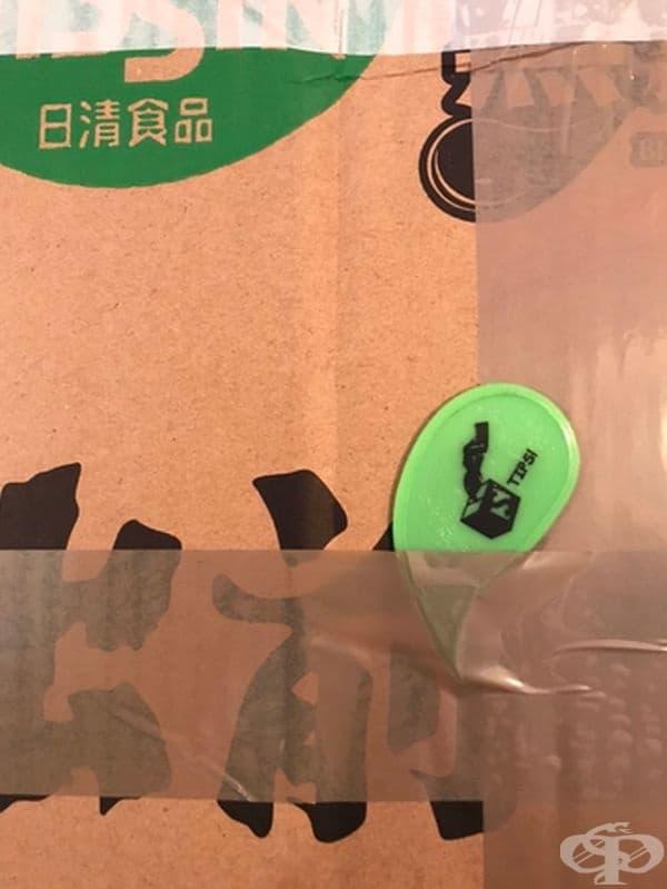 Пластмасов инструмент, който улеснява отварянето на пратките.