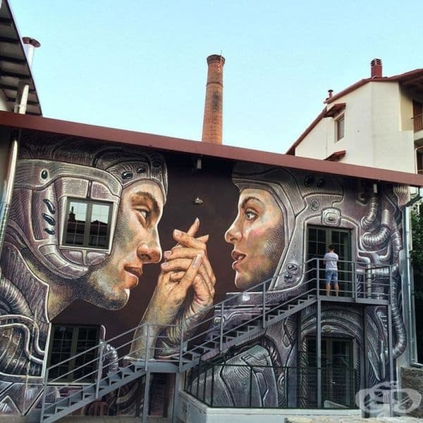 Художникът създава големи улични стенописи по сгради из цяла Европа