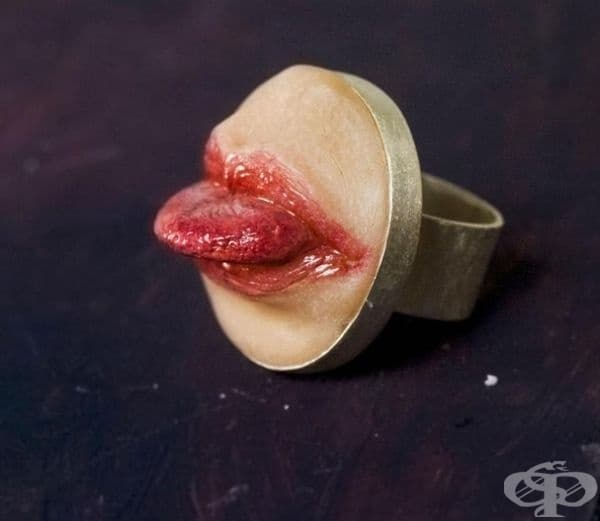 Пръстен - уста с език.
