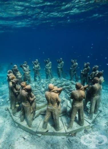 """Творбата """"Гнездо"""" илюстрира кръговрата на живота и е място за процъфтяване на корали и сюнгери."""
