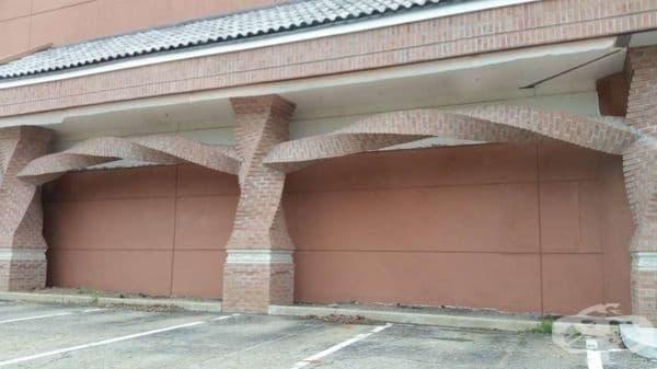 Хоризонтална спирална тухлена изработка на колони.