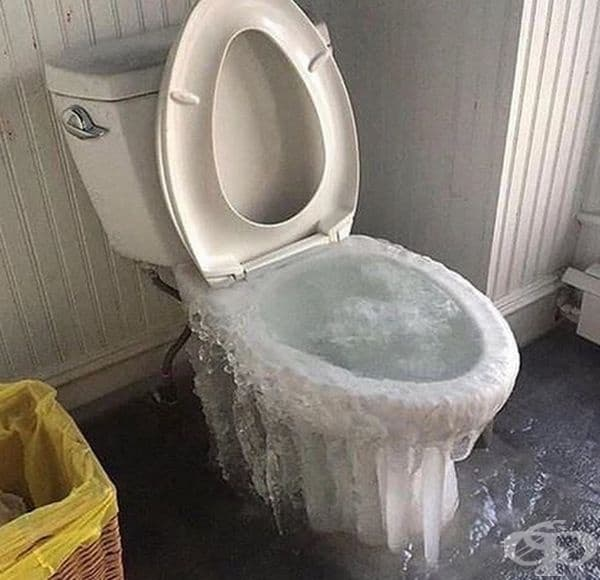 Било е малко студеничко в тоалетната.