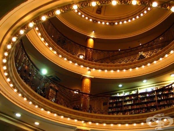 100-годишен театър се превърна в най-невероятната книжарница в света