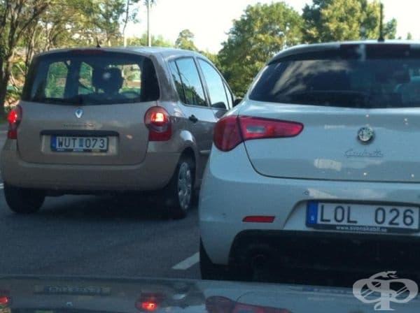 Две коли, които имат разговор.