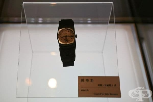 Часовник, принадлежащ на Акито Кавагое. Той спира на 8:15 часа - моментът, в който атомната бомба пада над Хирошима през 1945 г.