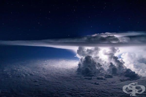 Образуване на гръмотевици - Изглед от самолет на 11 000 метра.