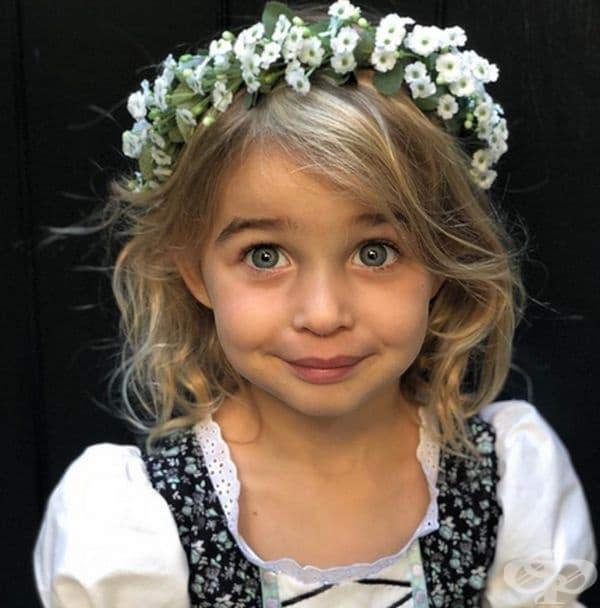 Скарлет Мей Стъбер, дъщеря на Моли Симс.