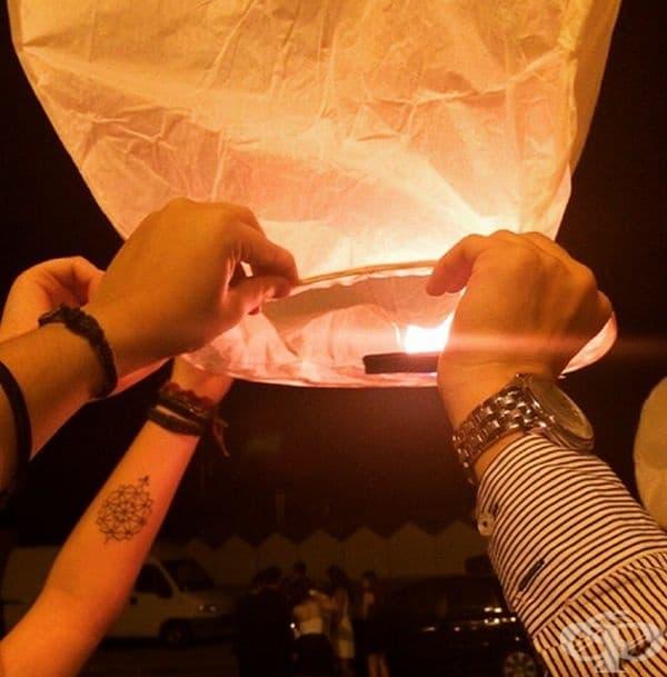 Италия. В Италия и предимно във Венецуела е много модерно в края на бала да се пускат хартиени фенери в небето.