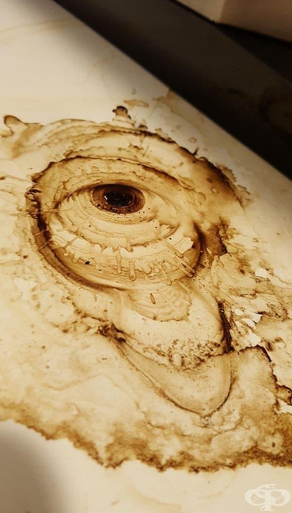 Разлято кафе, което прилича на око.
