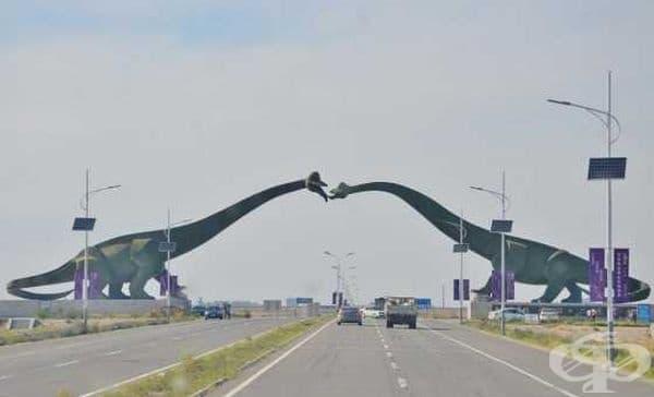 Два целуващи се динозавъра разделят Китай и Монголия.