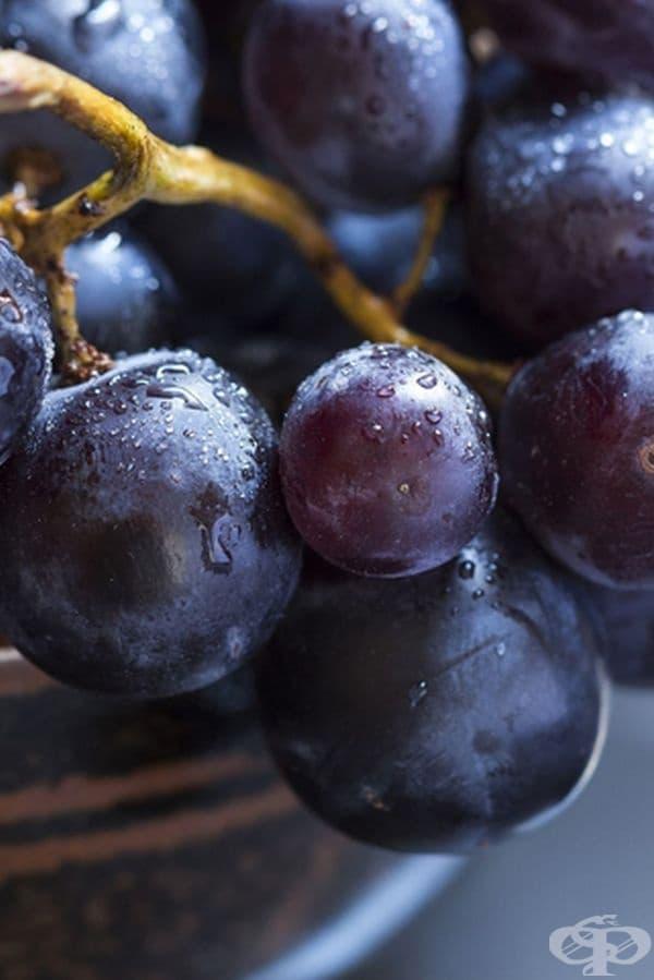 Грозде. Според изследване, публикувано в PLoS Medicine, сладките плодове като гроздето могат да подпогамат процеса на отслабване. Съдържат достатъчно количество фибри и спомагат добрата функция на храносмилателната система.