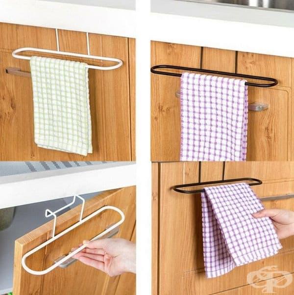 Закачалка за кърпи, която може да поставите на различни места в кухнята.