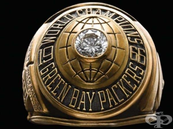 Победителите в Супербоул (ежегодна игра на Националната футболна лига на САЩ) получават такива пръстени.