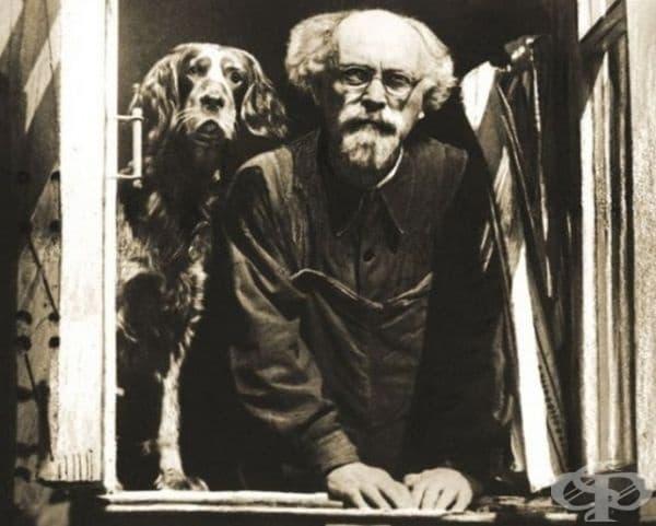 Михаил Михайлович Пришвин и неговото куче, с което много си приличат.