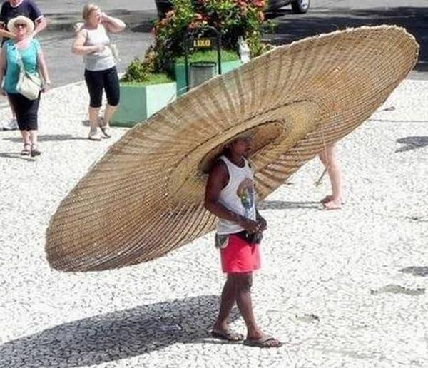 Прекалено голяма шапка, но всеки си знае.