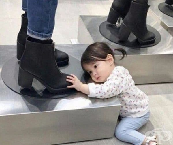 Когато види чифт стилни обувки.