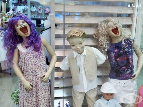 Плашещи манекени от Румъния.