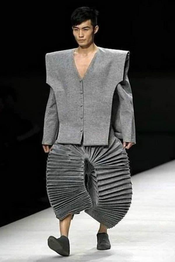 Впечатляващи панталони.