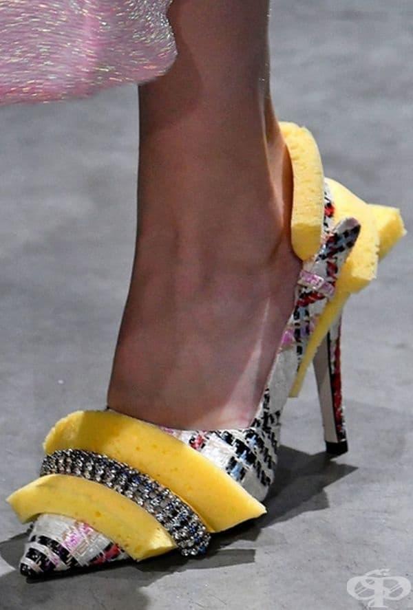 Пяната придава някакъв особен вид на тези официални обувки.