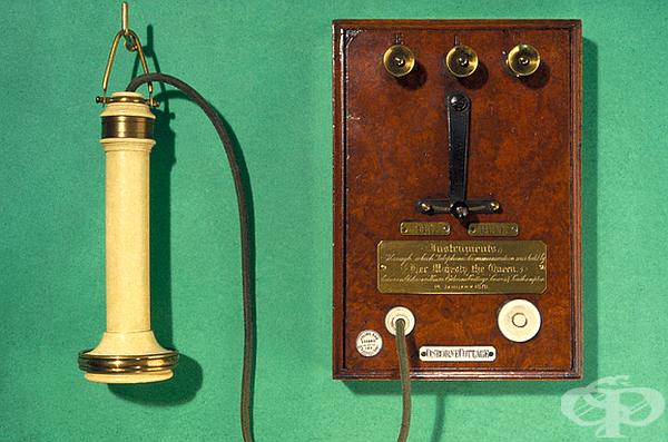 Кабелен телефон. На 7 март 1876 г. шотландецът Александър Бел получава патент за електрическа речева апаратура, която нарича телефон. На 14 януари 1878 г. е осъществен телефонен контакт между резиденцията Осборн и терминалите в Саутхемптън и Лондон.
