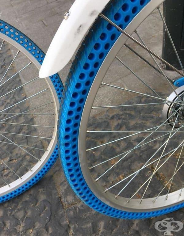 Това са специални гуми, в които няма въздух.