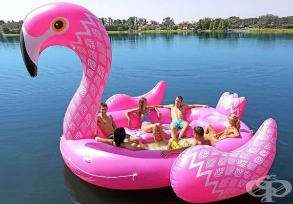 6-местно надуваемо фламинго.