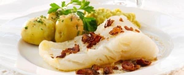 Лютефиск. Изтънчен скандинавски деликатес. Приготвя се от накиснато филе от треска в разтвор на сода каустик. Така месото придобива вид на полупрозрачно желе със странен аромат.