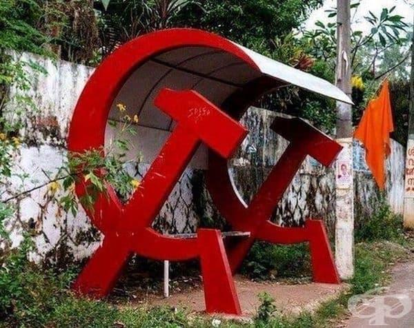 Съветският съюз се разпадна преди повече от 20 години, но тази автобусна спирка все още функционира.