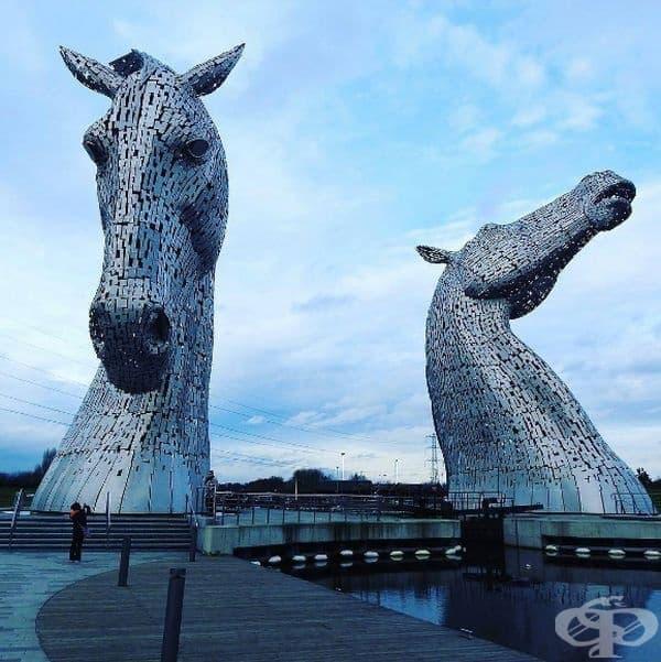 """""""Келпите"""" (Шотландия): Келпите са шотландски митологични създания, които притежават силата и издръжливостта на 10 коня. Те стават източник за вдъхновение на фигуративния скулптор Анди Скот."""