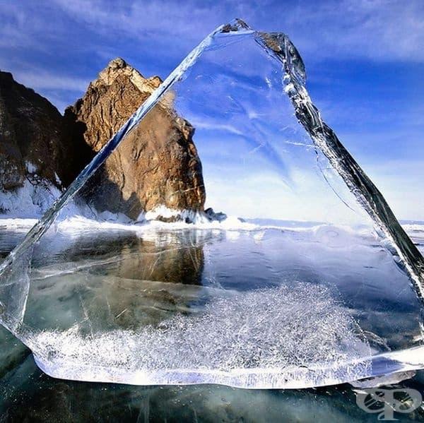 Лед на езеро Байкал.