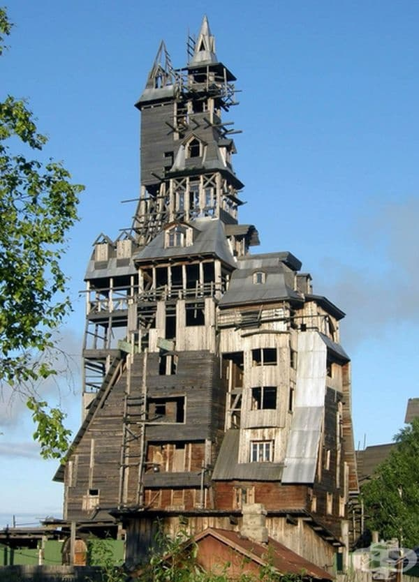 Собственост е на руски гангстер Николай Сутягин, който през 1998 г. влиза в затвора и не успява да довърши строежа. След излизането си, той няма средства и къщата остава на това ниво.