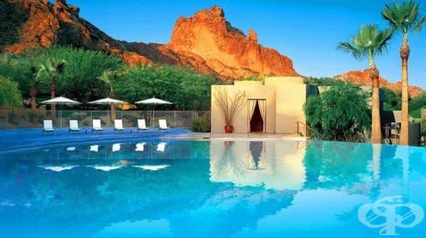 Sanctuary в планината Кемълбек, Финикс, Аризона. Sanctuary Spa Resort е истински оазис в средата на пустинята, а за списъка от процедури за красота и здраве, които се предлагат, ще ни трябва цяла страница.