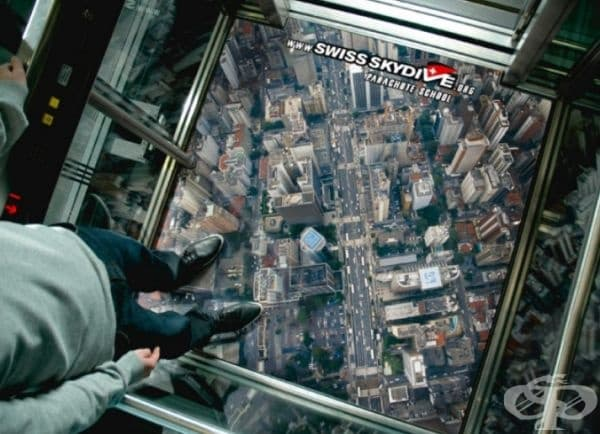 """Асансьор """"Free Fall"""" в Швейцария. Реклама на скаутско училище, което е може би най-голямото в Швейцария."""