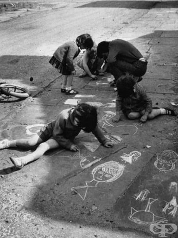 Детски рисунки с тебешир, 1966 г.