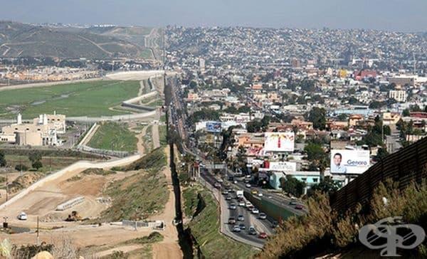 Ето още един пример на границата между САЩ и Мексико.