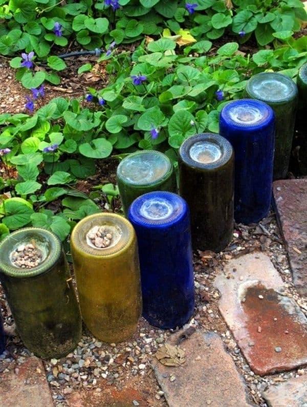Ограда от бутилки - те могат да украсят вашия двор и да предпазят цветята.