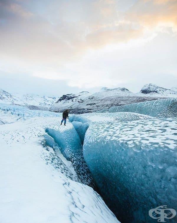 Вярваме, че това е място, където Снежната кралица може да живее. Тези огромни ледени пукнатини и вълни могат да се видят в Skaftafell, Исландия.
