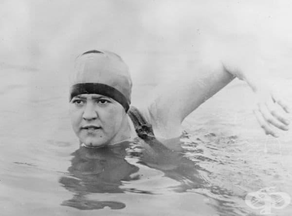 19-годишната Гертруд Едерл. Това е първата жена, преплувала Ламанша (общо 56 км) за 14 часа и 31 минути. Тя е подобрила и постижението на мъжете с 1 час и 59 минути.