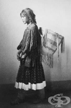 Жена Апачи от групата Сан Карлос, Калифорния