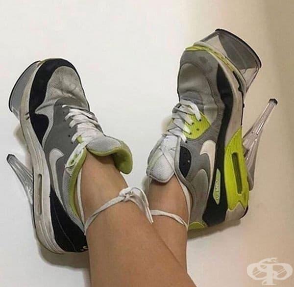 Отлична идея - съчетавате два чифта обувки в едно.